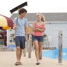 C'era una volta un'estate: Liam James al parco acquatico con AnnaSophia Robb in una scena del film