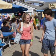C'era una volta un'estate: Liam James con AnnaSophia Robb in una scena del film