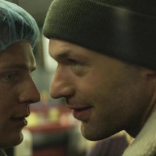 C.O.G.: Jonathan Groff in una scena con Corey Stoll