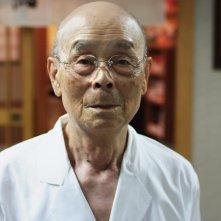 Jiro e l'arte del sushi: lo chef ottantacinquenne Jiro Ono in una scena del documentario