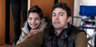 La mafia uccide solo d'estate: Pif, regista e interprete del film, in una foto promozionale con Alex Bisconti