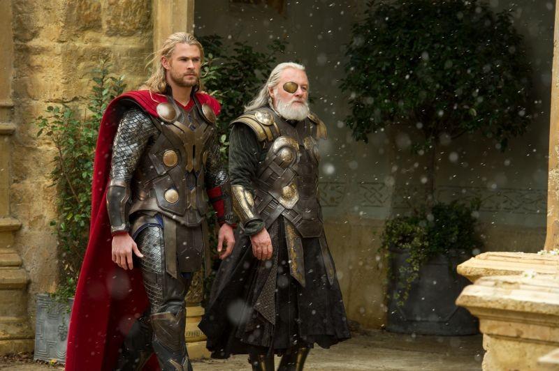 Thor The Dark World Chris Hemsworth E Anthony Hopkins In Una Scena 292328