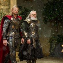 Thor: The Dark World, Chris Hemsworth e Anthony Hopkins in una scena
