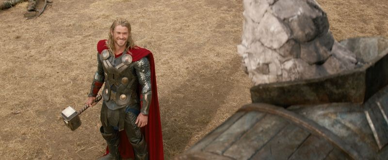 Thor The Dark World Chris Hemsworth E Il Suo Martello Sul Set 292318
