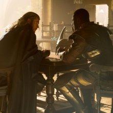 Thor: The Dark World, Chris Hemsworth nei panni di Thor in una scena del film insieme a Idris Elba (Heimdall)