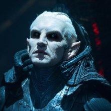 Thor: The Dark World, Christopher Eccleston è Malekith in una scena del film