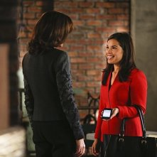 America Ferrera e Julianna Margulies nell'episodio The Next Month della quinta stagione di The Good Wife