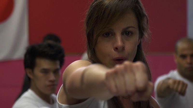 Blood Pressure Michelle Giroux Si Allena A Tirare I Pugni In Una Scena 292703