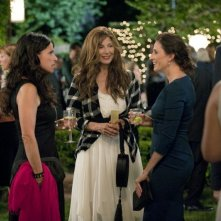 Enough Said: Catherine Keener con Michaela Watkins e Julia Louis-Dreyfus in una scena