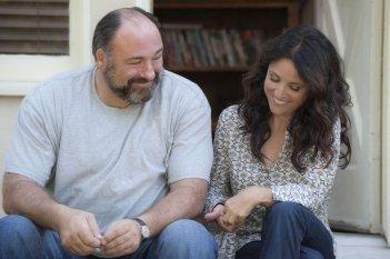 Enough Said: James Gandolfini in una scena con Julia Louis-Dreyfus