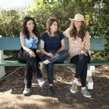 Enough Said: la regista Nicole Holofcener sul set con Catherine Keener e Julia Louis-Dreyfus