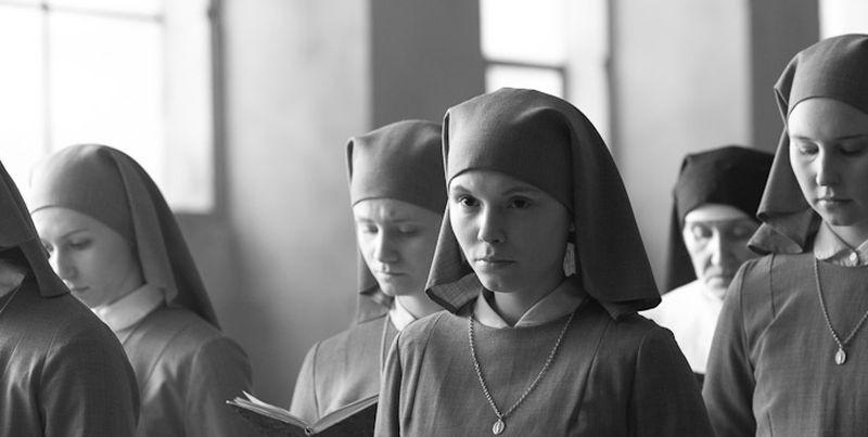 Ida: Agata Trzebuchowska, nei panni di una giovane novizia, in una scena del dramma di Pawel Pawlikowski