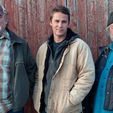 The Grand Seduction: Brendan Gleeson con Taylor Kitsch e Gordon Pinsent in una foto promozionale
