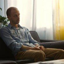 The Husband: il protagonista Maxwell McCabe-Lokos in una scena del film