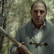 Big Bad Wolves: Tzahi Grad agguerrito in una scena del film