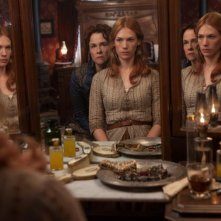 Sweetwater: Amy Madigan e January Jones in una scena del film