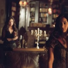 The Vampire Diaries: Janina Gavankar e Nina Dobrev nell'episodio Death and the Maiden