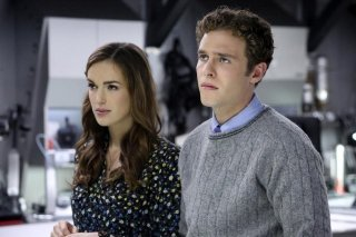 Agents of S.H.I.E.L.D.: Iain De Caestecker ed Elizabeth Henstridge nell'episodio The Well