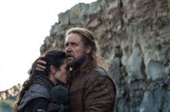 Noah: un abbraccio tra Russell Crowe e Jennifer Connelly