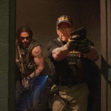 Sabotage: Arnold Schwarzenegger e Joe Manganiello durante un'irruzione