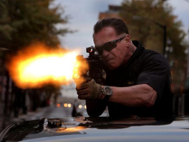 Sabotage Arnold Schwarzenegger Imbraccia Il Mitra 293155