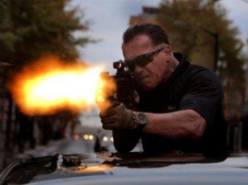 Sabotage: Arnold Schwarzenegger imbraccia il mitra