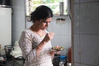 The Lunchbox: Nimrat Kaur in un'immagine del film