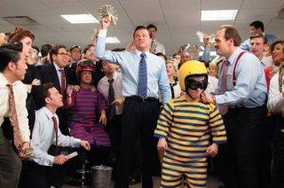 The Wolf of Wall Street: Leonardo DiCaprio e Jonah Hill in una scena corale