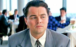 The Wolf of Wall Street: un primo piano perplesso di Leonardo DiCaprio