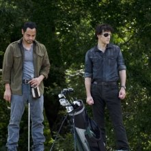 The Walking Dead: David Morrissey e Jose Pablo Cantillo in una scena dell'episodio Peso morto