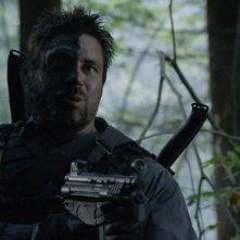 Arrow: Manu Bennett in una scena dell'episodio della stagione 2, State v. Queen