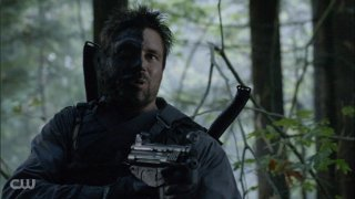 Arrow: Manu Bennett in una scena dell'episodio della stagione 2, State v. Queen