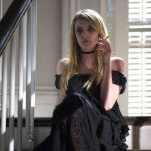 Emma Roberts in un'immagine dell'episodio The Dead, della terza stagione di American Horror Story