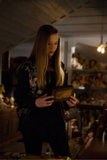 Taissa Farmiga in un'immagine dell'episodio The Dead, della terza stagione di American Horror Story