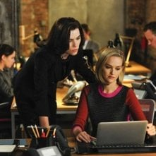The Good Wife: Julianna Margulies e Jess Weixler in una scena dell'episodio Whack-a-Mole