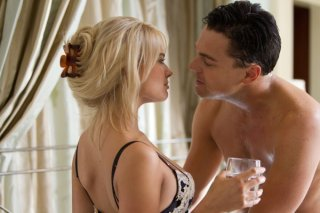 The Wolf of Wall Street: Leonardo DiCaprio e Margot Robbie in un momento intimo