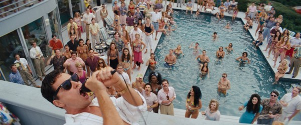 The Wolf of Wall Street: Leonardo DiCaprio in un party scatenato