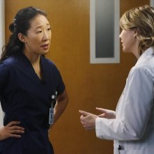 Grey's Anatomy: Sandra Oh ed Ellen Pompeo nell'episodio Somebody That I Used to Know
