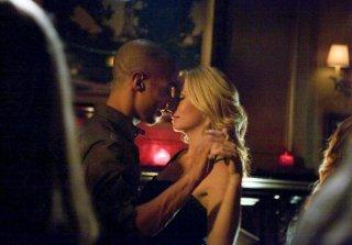 The Vampire Diaries: Candice Accola e Kendrick Sampson nell'episodio Dead Man on Campus