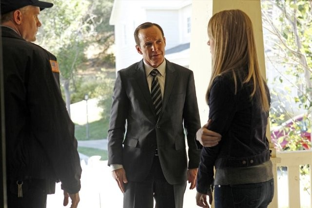 Agents Of S H I E L D Clark Gregg Mickey Maxwell E Laura Seay Nell Episodio Repairs 293694