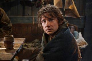 Martin Freeman preoccupato in una scena del film The Hobbit: The Desolation Of Smaug