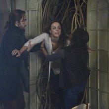 Sleepy Hollow - Tom Mison in una scena di Sanctuary, episodio 9 della prima stagione