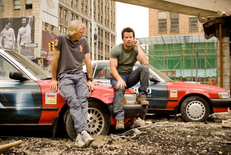 Transformers: Age of Extinction: Mark Wahlberg e il regista Michael Bay in pausa