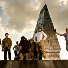 Transformers: Age of Extinction: Mark Wahlberg, Jack Reynor, il regista Michael Bay e il resto del cast in un'immagine promozionale