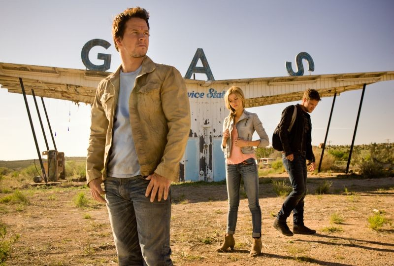 Transformers: Age of Extinction: Mark Wahlberg, Nicola Peltz e Jack Reynor in una scena