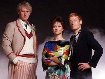 Doctor Who: una foto con il quinto Dottore Peter Davison