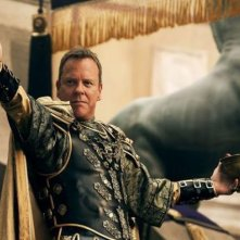 Pompeii: Kiefer Sutherland e, sullo sfondo, Emily Browning