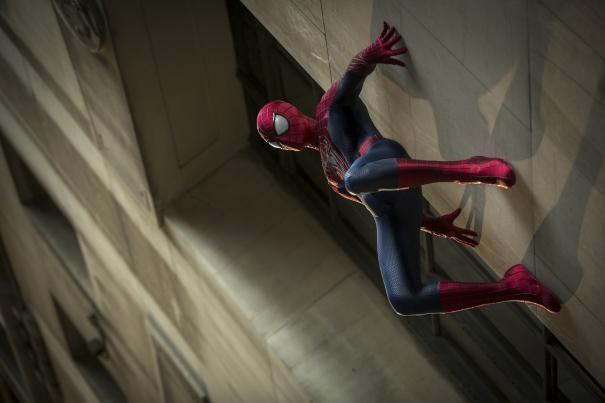 The Amazing Spider Man 2 Andrew Garfield Appeso A Una Parete 294136