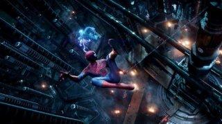 The Amazing Spider-Man 2: Andrew Garfield osserva dall'alto il laboratorio della OsCorp