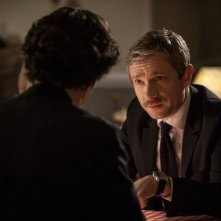 Benedict Cumberbatch con Martin Freeman in un'immagine della terza stagione della serie TV Sherlock